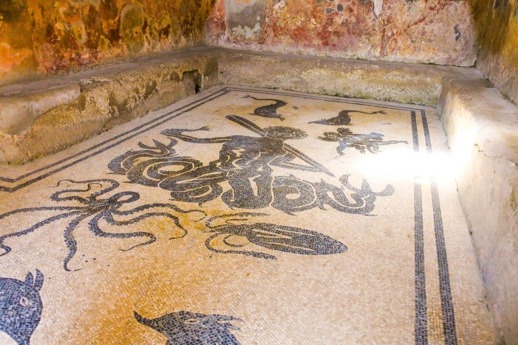Mosaic floor Herculaneum.jpg